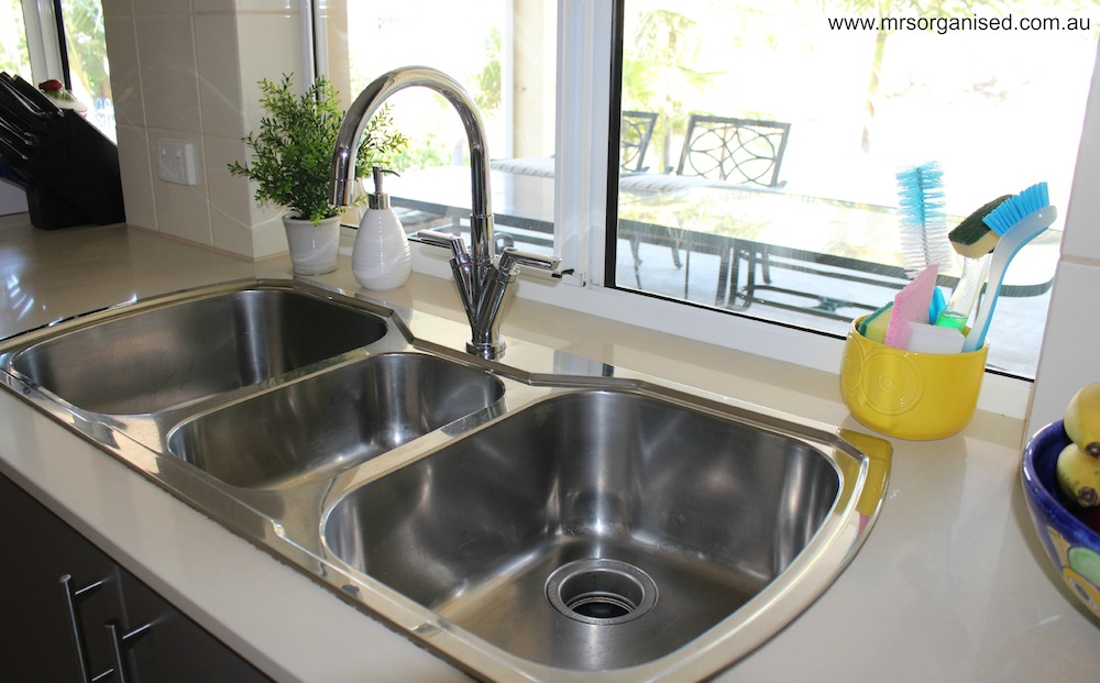 How I Keep my Kitchen Sink Clutter Free 003