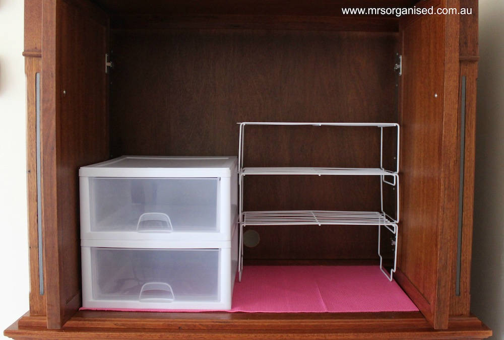 How I Organise my Plastics:Tupperware Cupboard in 6 Easy Steps 005