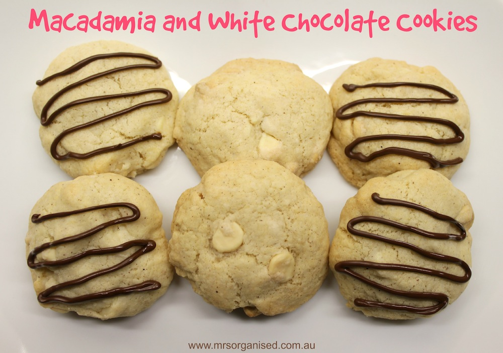 Macadamia and White Chocolate Cookies 001