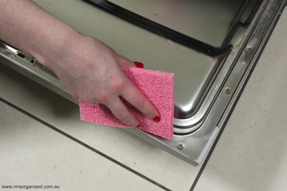 Tips for Cleaning a Dishwasher 003